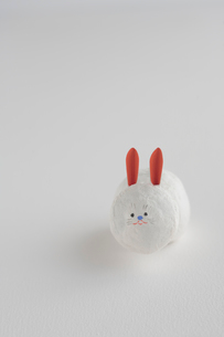 仙台張子の干支置物 兎の写真素材 [FYI03215185]