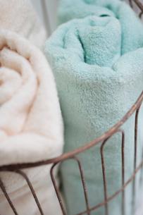かごに入ったタオルの写真素材 [FYI03215226]