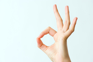 マルの形をつくる指の写真素材 [FYI03215400]