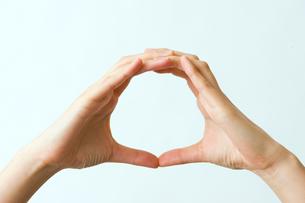マルの形をつくる指の写真素材 [FYI03215405]