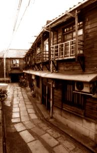 下町の長屋の写真素材 [FYI03215841]