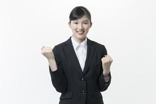 リクルートスーツの若い女性の写真素材 [FYI03215946]