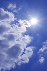 雲間から射す太陽の写真素材 [FYI03216047]