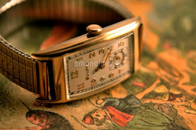 アンティークの男性用腕時計の写真素材 [FYI03216059]