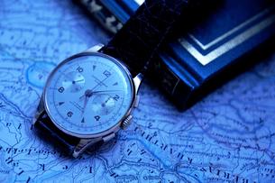 アンティークの男性用腕時計の写真素材 [FYI03216060]