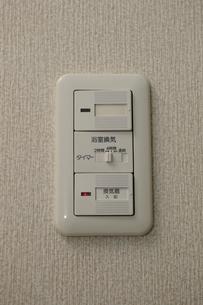 換気扇と電気のスイッチの写真素材 [FYI03216217]