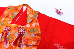 七五三の着物と折鶴の写真素材 [FYI03216392]