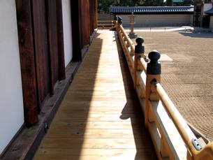 四天王寺・太子殿の廊下の写真素材 [FYI03216641]