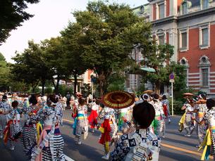 天神祭の傘踊りの写真素材 [FYI03216642]