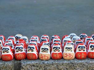勝尾寺の勝ちダルマの写真素材 [FYI03216660]
