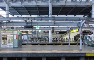 大阪駅のホームの写真素材 [FYI03216800]