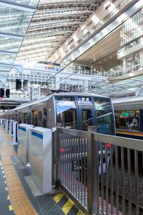 大阪駅の普通電車(須磨行き)の写真素材 [FYI03216806]