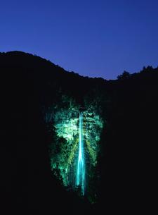 大晦日の那智ノ滝ライトアップの写真素材 [FYI03216884]
