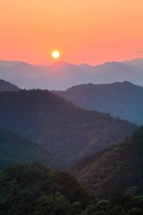 熊野古道小雲取の夕陽の写真素材 [FYI03216964]