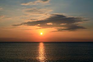 二色浜の夕陽の写真素材 [FYI03217060]