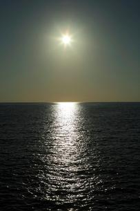 二色浜の夕陽の写真素材 [FYI03217062]
