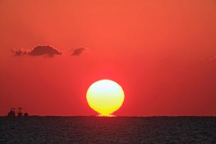 二色浜の夕陽の写真素材 [FYI03217068]