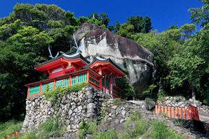 神倉神社とゴトビキ岩の写真素材 [FYI03217350]