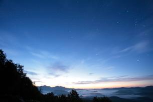 日の出前の銀泉台眺望の写真素材 [FYI03217612]