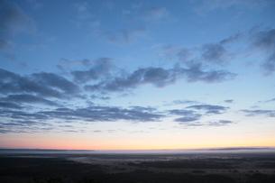 日の出前の釧路湿原の写真素材 [FYI03217748]
