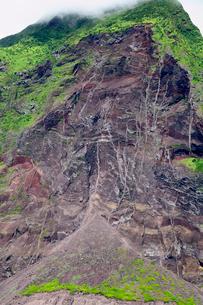 小笠原諸島 北硫黄島 南西側長根鼻付近 崩れた土砂の写真素材 [FYI03218023]