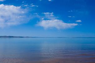 黄河源流域の湖、ンゴリン・ツォの写真素材 [FYI03219532]