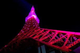 ピンクリボン東京タワーの写真素材 [FYI03219754]