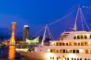 神戸の夜景と船の写真素材 [FYI03219765]