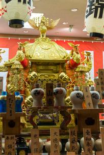 四条御旅所に置かれるお神輿の写真素材 [FYI03220103]