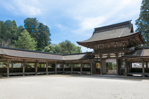 油日神社楼門と回廊・境内の写真素材 [FYI03220526]