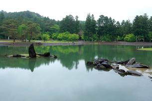 毛越寺 浄土庭園 大泉が池の写真素材 [FYI03220575]