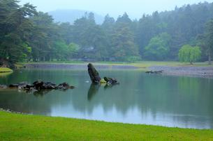 毛越寺 浄土庭園 大泉が池の写真素材 [FYI03220577]