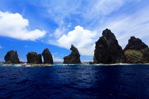 針の岩 聟島列島 海の写真素材 [FYI03221320]