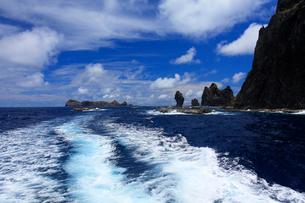 航跡 針の岩 聟島列島 海の写真素材 [FYI03221325]