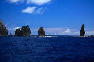 針の岩 聟島列島 海の写真素材 [FYI03221337]