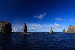 針の岩 聟島列島の写真素材 [FYI03221340]