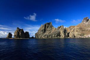 針の岩 聟島列島の写真素材 [FYI03221342]