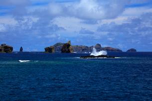 針の岩 聟島列島 海の写真素材 [FYI03221356]