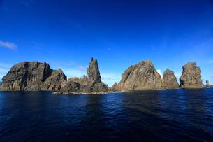 針の岩 聟島列島の写真素材 [FYI03221357]