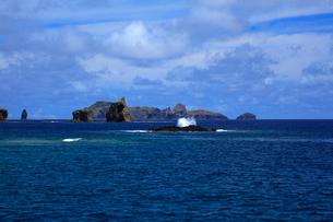 針の岩 聟島列島 海の写真素材 [FYI03221359]
