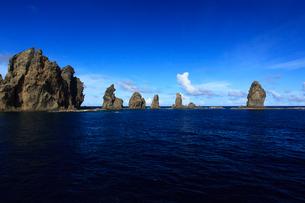針の岩 聟島列島の写真素材 [FYI03221361]
