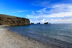 砂浜 聟島 針の岩 海の写真素材 [FYI03221426]