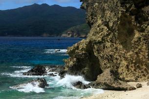 ワイビーチ 南崎 乳房山 母島の写真素材 [FYI03221816]