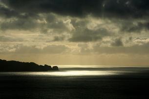 向島 夕景 母島の写真素材 [FYI03221818]
