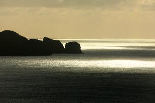 向島 夕景 母島の写真素材 [FYI03221832]
