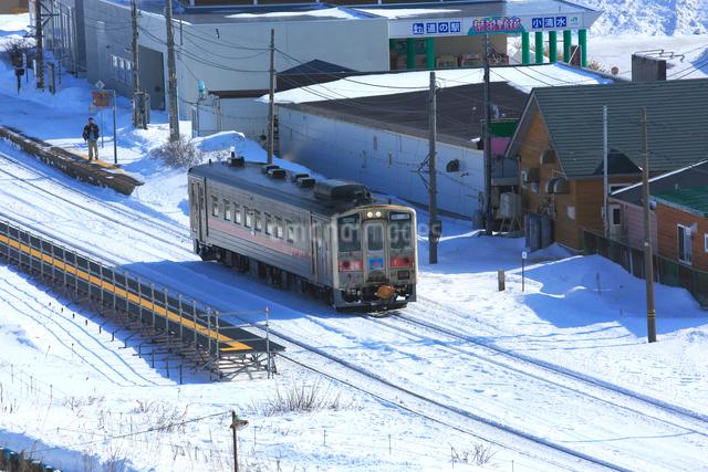 冬の釧網本線の写真素材 [FYI03222357]