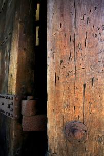 弘前城の東門と刀傷の写真素材 [FYI03222828]