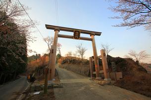 吉野山,金峯神社参道の修行門の写真素材 [FYI03223117]