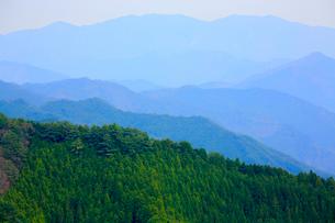 新緑の紀伊山地の写真素材 [FYI03223149]