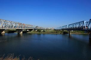 多摩川の京浜急行と東海道本線の写真素材 [FYI03223184]